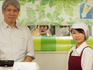丼丸茅場町店・渡部さん(左)